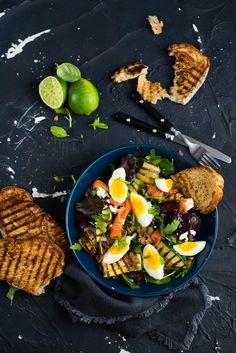 picante-jalapeno.blogspot.com: Sałatka z jajkiem, łososiem i i grillowaną cukinią...