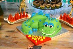 Dinosaur Cake Dinosaur Cake, Cake Face, How To Make Cake, Birthday Cake, Cakes, Desserts, Food, Tailgate Desserts, Birthday Cakes