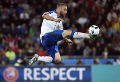 Italy's midfielder Daniele De Rossi is pictured in action during the Euro 2016 group E football match between Belgium and Italy at the Parc Olympique Lyonnais stadium in Lyon on June 13, 2016. / AFP / jeff pachoud