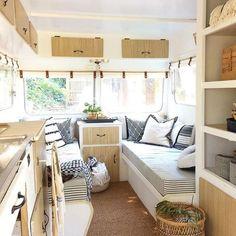 Vintage Viscount Caravan Ideas With Boho Interior 50 - Vanlife & Caravan Renovation Rv Campers, Camper Trailers, Happy Campers, Camper Van, Truck Camper, Diy Camper, Camping Con Glamour, Renovation Design, Viscount Caravan