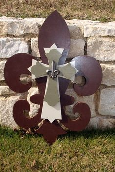 fleur de lis (LOVE THIS SOMEONE NEEDS TO MAKE IT FOR ME!!!)