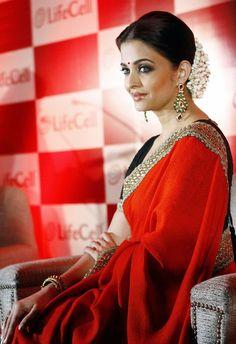 Aishwarya Rai Bachchan in Sabyasachi      |  www.pinterest.com/armaann1