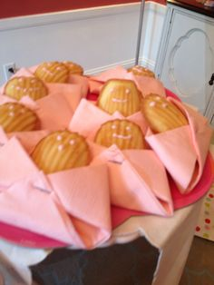 Cookies wrapped in a pink diaper napkin Baby Shower Themes, Baby Shower Decorations, Shower Ideas, Baby Shower Sandwiches, Baby Shower Diapers, Everything Baby, Candy Buffet, Baby Room, Cute Babies