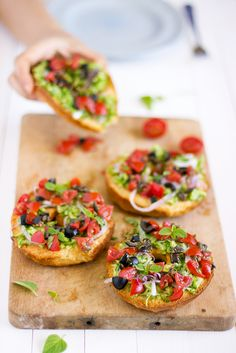 Friselle mediterranée (bagels with zucchini, tomato, olives, red onion, and herbs)  | giroVegando in cucina  [recipe in Italian]