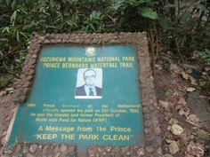 Plaquette bij Prins Bernhard waterval, Udzungwa Mountains National Park, Tanzania #Tanzania #Udzungwa Mountains http://www.mambulu.com/safari/tanzania17/reissuggesties-tanzania/399-exclusieve-safari-zuid-tanzania.html#dag-3-udzungwa-mountains