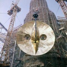 The Tower of the Sun under construction, Osaka Expo 70 太陽の塔建設中風景 Retro Pictures, Japanese History, Osaka Japan, World's Fair, Retro Futurism, Installation Art, Three Dimensional, Time Travel, Architecture Art
