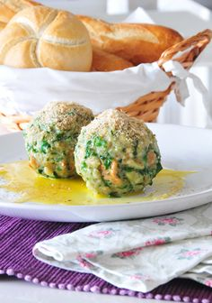 Quenelles tyroliennes d'épinards au parmesan végétal / Tiroler Spinatknödel vegan mit Parmesan vegan #vegan #glutenfrei  @SandraNolf #puresgeniessen @Mj0glutenVG #0-GlutenVegeBrest #Quenelles #épinards #parmesan #végétal #coeliaque #zöliakie #Tiroler #Spinatknödel