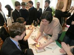 ГОТУЄМОСЬ ДО ВЕЛИКОДНЯ | library art blog До Великодня у відділі мистецтв бібліотеки МСМБ «Молода гвардія» відбувся майстер-клас з писанкарства