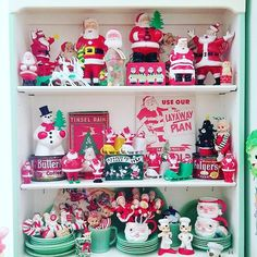 Another snippet in the dining room Swipe for more pics. Christmas Town, Very Merry Christmas, Modern Christmas, Retro Christmas, Vintage Holiday, Holiday Fun, Christmas Holidays, Christmas Decorations, Vintage Santas