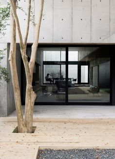 "The Concrete Box house by Robertson Design: a carefully choreographed entry sequence, material clarity, and a sculptural presence Architects: Robertson Design Location: Houston, Texas, USA Year: 2015 Area: 2.900 ft²/ 270 m² Photo courtesy: Jack Thompsen Description: ""The design of The Concrete Box house was begun with three fairly simple concepts as goals: a carefully choreographed entry sequence, …"