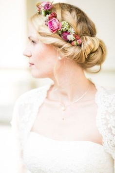 Beautiful hairstyle with a wreath of flowers, for example for the wedding or October - trend hairstyles // hair - haare hochzeit wreath wedding flowers flowers summer flowers white wedding Bridal Makeup, Bridal Hair, Natural Hair Styles, Short Hair Styles, Floral Crown, Wedding Hair Accessories, Bride Hairstyles, Hair Designs, Hair Looks