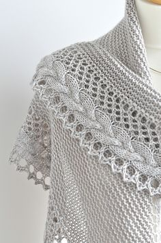 The pattern is available in English, French, Norwegian (translated by Anne Hansen),German (translated by Knitterella77) & Italian (translated by Dianetta).