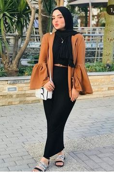 Trendy Winter Outfits To Help To Level Up Your Winter Style – Wass Sell – Hijab Fashion 2020 Hijab Fashion Summer, Modern Hijab Fashion, Hijab Fashion Inspiration, Modesty Fashion, Dress Fashion, Winter Fashion, Fashion Outfits, Casual Hijab Outfit, Hijab Chic