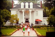 Gamma Phi Beta house <3 - if only we could have a house like this!