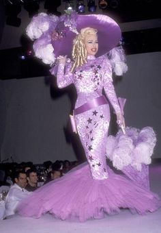 Mae West Brill thank you Thierry Mugler ! Weird Fashion, 90s Fashion, Couture Fashion, Fashion Art, Editorial Fashion, Runway Fashion, High Fashion, Fashion Show, Fashion Design