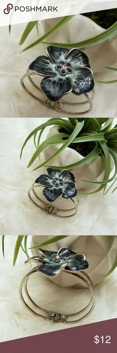 THE LIMITED FLOWER SILVER BRACELET Beautiful! The Limited Jewelry Bracelets