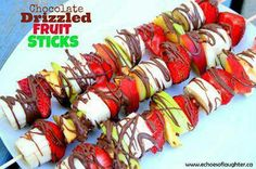 Chocolate Drizzled Fruit Sticks-a super easy no-bake treats perfect for summer and hot days! - This would be really good roasted over the fire, too. No Bake Treats, No Bake Desserts, Delicious Desserts, Healthy Desserts, Healthy Food, Easy Desserts, Healthy Eating, Fruit Recipes, Sweet Recipes