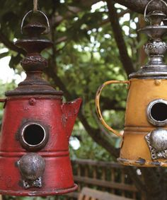 Another great find on Red & Yellow Coffee Pot Birdhouses - Set of Two - Gardening Pacer Bird House Plans Free, Bird House Kits, Bird Houses Diy, Fairy Houses, Bird House Feeder, Bird Feeders, Birdhouse Designs, Diy Birdhouse, Rustic Birdhouses