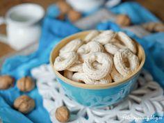 Ořechové kroužky (pusinky) – PĚKNĚ VYPEČENÝ BLOG Pavlova, Cereal, Blog, Cookies, Breakfast, Desserts, Christmas, Winter, Lemon