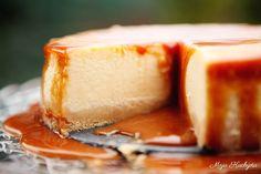 Tento recept na cheesecake je moja variácia receptu na New York Style Cheesecake obohatená o nenormálnu polevu zo slaného karamelu. Raz ...