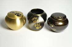 Pet urns are good ways to remember a lost pet #petloss