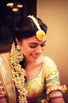 Add a refreshing touch to your mehendi-haldi ceremony with these trending floral jewelry and accessory ideas for the bride-to-be. Mehndi Dress, Mehendi, South Indian Bride, Indian Bridal, Asian Bride, Mehndi Function, Haldi Function, Haldi Ceremony, Desi Wedding