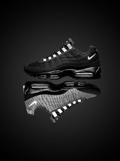 From the next 'Black Reflective Tape' pack scheduled for December in Europe, here is the Nike Air Max 95 Premium Tape 'Reflective'. Built around the new ma