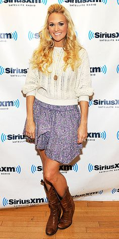 CARRIE UNDERWOOD'S DOLMAN SWEATER photo | Carrie Underwood