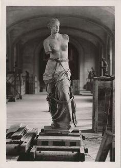 """poetryconcrete: """"Preparing Venus de Milo for transport, during World War II, at the Louvre Museum, Paris, France. Monument Men, Greek Art, Ancient Greece, Ancient Art, Historical Photos, Art And Architecture, Oeuvre D'art, Art History, Sculpture Art"""