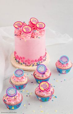 eppa This halloween is usually a favourite pre-school celebration themes or templates, and to Pig Cupcakes, Cupcake Cakes, Baby Cakes, Bolo Da Peppa Pig, Peppa Pig Cupcake, Pig Birthday Cakes, Birthday Bash, Birthday Ideas, Twin First Birthday
