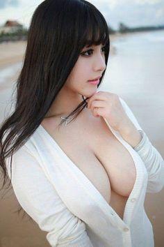 busty_girls_04