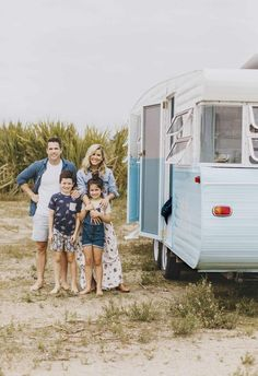 Caravan Makeover 71705819054096085 - Carlene and Michael Duffy, the dynamic duo behind Cedar + Suede, don't just renovate houses. Meet Dolly, their revamped vintage caravan and new family holiday home. Source by malindaksimmons Caravan Paint, Diy Caravan, Retro Caravan, Caravan Ideas, Camper Ideas, Caravan Renovation Diy, Caravan Makeover, Tiny House Hotel, Travel Trailers
