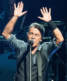 Bruce Springsteen, It was purely professional~♡ Elvis Presley, The Boss Bruce, Bruce Springsteen The Boss, E Street Band, Dancing In The Dark, Born To Run, Pop Singers, We The People, Rock And Roll