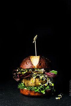 Hamburguesa de berenjena y quinoa con pan de bretzel - Bake-Street.com