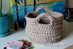 Crochet in Color: Chunky Crocheted Basket Pattern - would be perfect for Zpagetti! Chunky Crochet, Crochet Home, Knit Or Crochet, Learn To Crochet, Crochet Crafts, Yarn Crafts, Crochet Stitches, Crochet Projects, Free Crochet