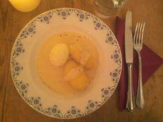 Ich bin ein riesiger Fan von Senfeiern. Das Gericht ist sehr simpel und ganz schnell gekocht. Zutaten: Kartoffeln, Eier, Senf, Mehl Gemüsebrühe, Muskat, Milch & Pfeffer. #Senfeier #Rezept