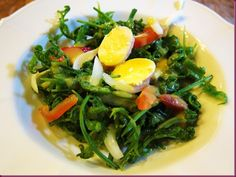 Google Image Result for http://lh3.ggpht.com/-EaTx8nvi1qo/Tj9hfxQU6LI/AAAAAAAAXp8/KGFedAamTc0/Ensaladang-Pako_thumb2.jpg    Ensaladang Pako is a type of fern mixed with salted eggs, onions, and tomatoes, and tossed in a generous amount of vinaigrette. www.meetmanila.com/aurora