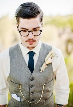 Vintage weddings are beautiful, chic and very popular, no matter what epoch you choose. What I love most of all here is bridal and groom looks – they really inspire and impress!