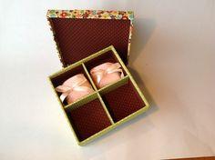Caixa quadrada -  acomoda 4 bem- casados ou outras finalidades.