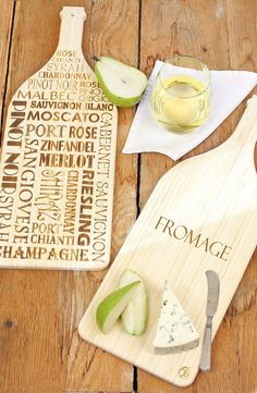 Such a fun reversible serving board. Can't wait to use at the next picnic or garden party.
