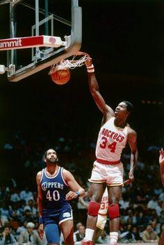 Hakeem Olajuwon dunking