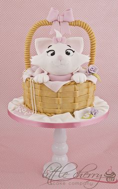 Marie #Aristocats #Cake - So adorable! We love and had to share! Great #CakeDecorating!