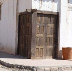 estas construcciones y sus puertas se conservan intactas desde la segunda mitad del siglo XVIII, en el noroeste de Argentina.