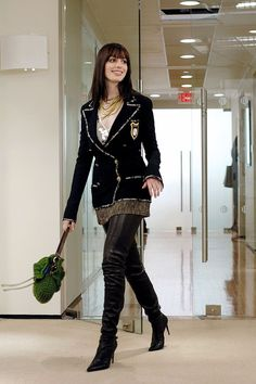 """Andy ( Anne Hathaway ) shows up her coworkers in these thigh-high Chanel boots and ensemble """"The Devil Wears Prada"""", 2006 Funny Fashion, Look Fashion, Winter Fashion, Womens Fashion, Fashion Trends, Fashion Jobs, Film Fashion, Latest Fashion, Prada Outfits"""