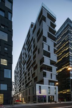 Image 10 of 18 from gallery of MAD building / MAD arkitekter. Photograph by Jiri Havran Roof Architecture, Modern Architecture House, Amazing Architecture, Architecture Details, Residential Architecture, Design Exterior, Facade Design, Oslo, High Rise Building