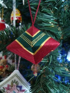 I learned how to make dragons boats several years ago at a Winnipeg Embroiderers' Guild workshop, and I thought it would be nice to share ho. Christmas Crafts For Kids, Christmas Decorations, Handmade Christmas, Crafts To Sell, Diy And Crafts, Kids Crafts, Inchies, November Nails, Dragon Boat Festival