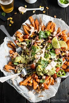 Mexican Nacho Fries, you ask? These babies are everything food truck dreams are made of: sweet potato fries smothered in melted white cheddar, Mexican Food Recipes, Vegetarian Recipes, Cooking Recipes, Healthy Recipes, Healthy Nachos, Healthy Junk Food, Drink Recipes, Mexican Cooking, Skillet Recipes