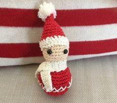 Tuto lutin de Noel au crochet. Christmas crochet pattern. http://katseyescorner.over-blog.com/2016/11/deco-de-noel-lutin-au-crochet-tuto.html