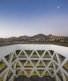 Facultad de Economía y Empresa Universidad Diego Portales,© Fernando Guerra | FG+SG