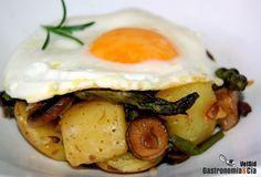 Patatas salteadas con huevo a la plancha. I Want To Eat, I Foods, Good Food, Veggies, Favorite Recipes, Meat, Chicken, Breakfast, Tortillas